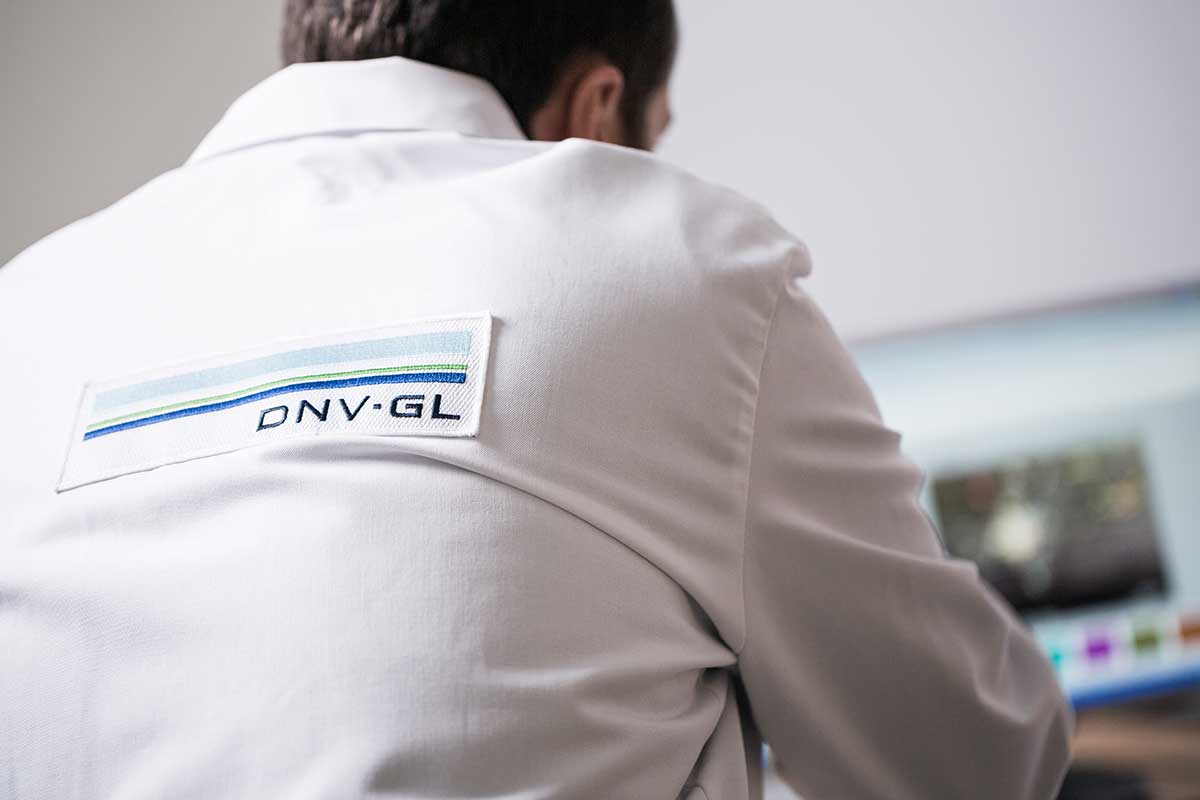 Man with DNV GL logo on his back
